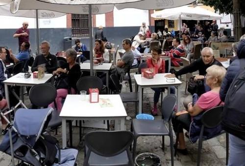Los hosteleros de Sevilla en contra de los locales sin licencia