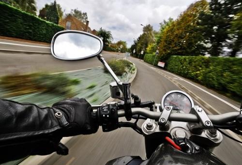 La DGT informa de las diez infracciones más peligrosas que suelen cometer los motoristas